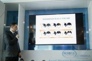 conferenza di Barcellona parla del dottor Acar sul trapianto di capelli